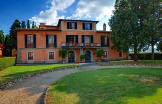 Romantisk og traditionel villa med et strejf af moderne elegance