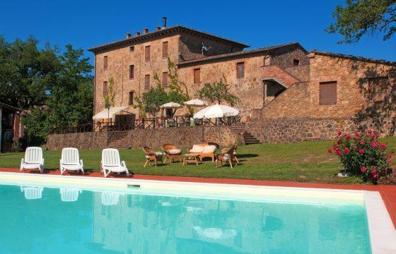 Stenhus v. San Galgano, Toscana – én villa, fire lejligheder