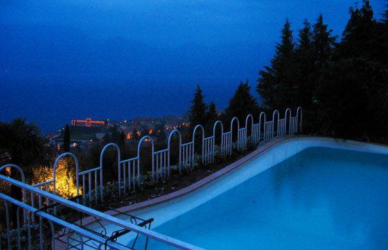 Albisano, Torri del Benaco – stor villa med udsigt over Gardasøen