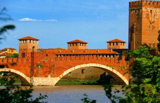 Verona centrum: lejligheder i San Zeno v. Castelvecchio og Piazza delle Erbe