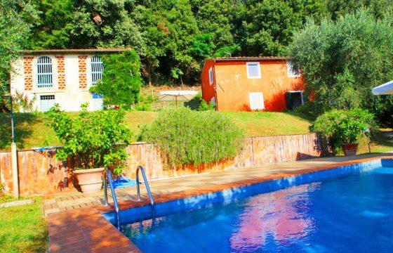 Mindre pool-villa i Luccas storslåede bjerge