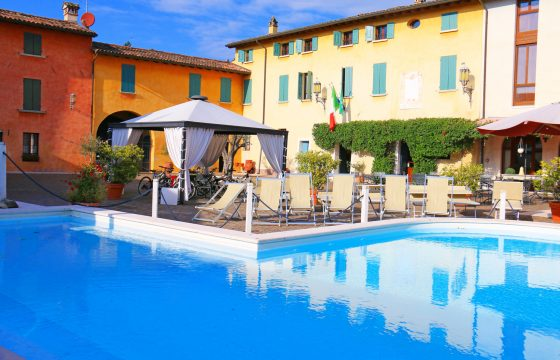 Gardasøen og Verona: Resort Corte Uccellanda i historisk middelalderby