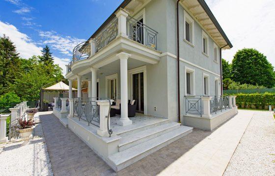 Middelhavet, Viareggio og Lido di Camaiore: bekvem, moderne villa