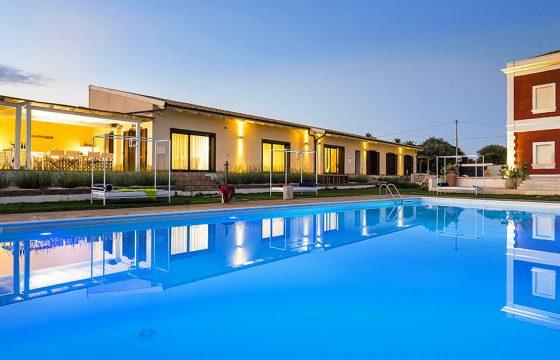 Syracusa og Fanusa – moderne villa med pool og aircondition