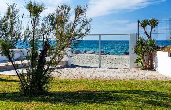 Middelhavet, Messina: moderne strandvilla ved Milazzo og Scala Torregrotta