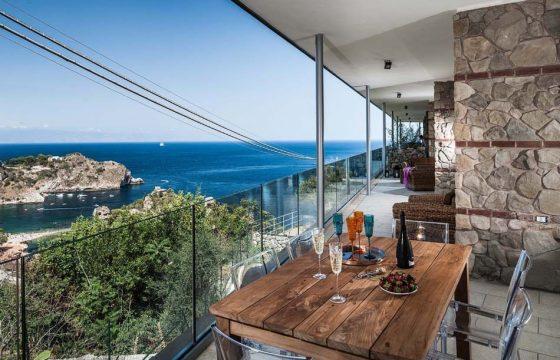 Taormina v. Catania og Messina: lejligheder med pool og air condition ved Isola Bella