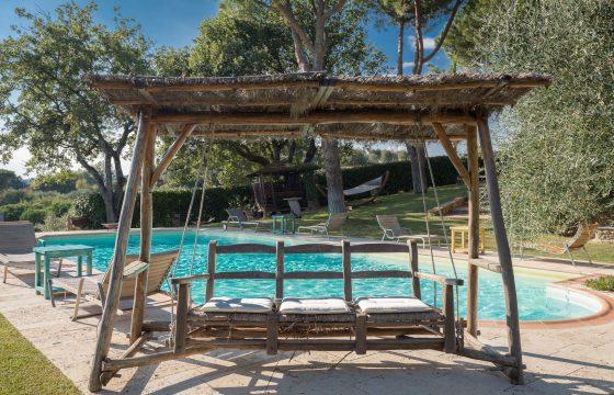 Arezzo, Toscana: stor villa med pool ved Lucignano med masser af privatliv