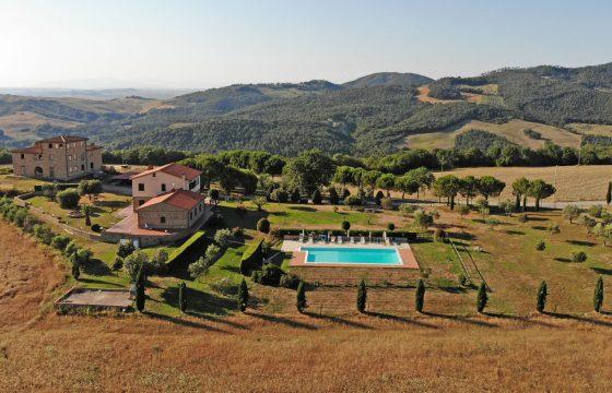 Fem lejligheder som privat villa på vingård mellem San Gimignano og Volterra